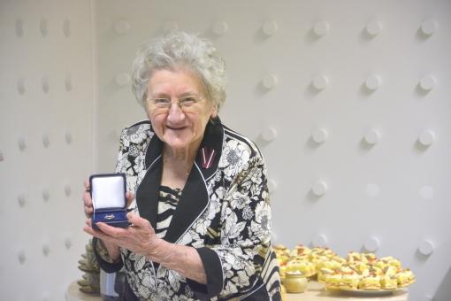 Latvijā vecākā strādājošā skolotāja: Skolotājas darbs ir Dieva dāvana