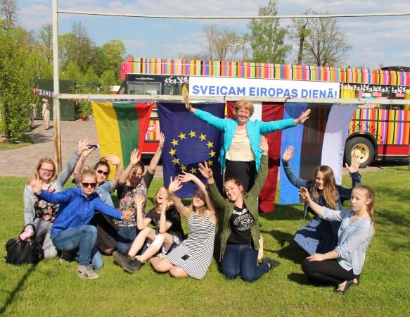 """Eiropas dienā 11 819 dalībnieki kārtojuši """"Eiropas eksāmenu"""""""