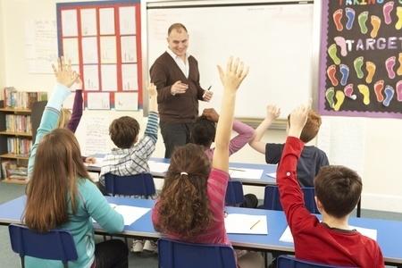 Grozījumus normatīvajos aktos saistībā ar pāreju uz mācībām latviešu valodā vidusskolās IZM iesniegs līdz gada beigām