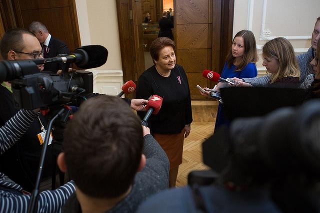 Ministru prezidente apliecina - finansējums pedagogu algām būs
