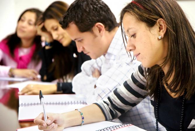12.klašu skolēni kārto eksāmenu vācu valodā