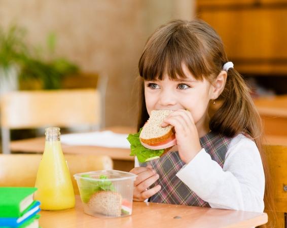 Ar loteriju cenšas ieinteresēt skolēnus par veselīgām maltītēm