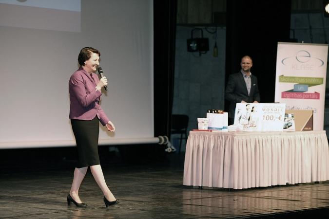Izglītības ministre: Ar radošumu vien nepietiek, nepieciešamas zināšanas