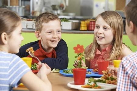 Skolu ēdinātāju ikdiena pēc ministrijas grozījumiem ir haotiska