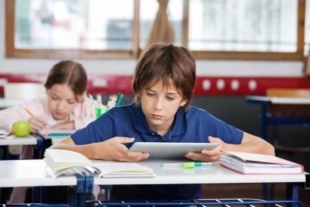 Mācību līdzekļus digitalizē, ministriju negaidot