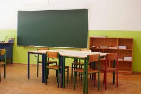 Pierobežā slēdz divas skolas