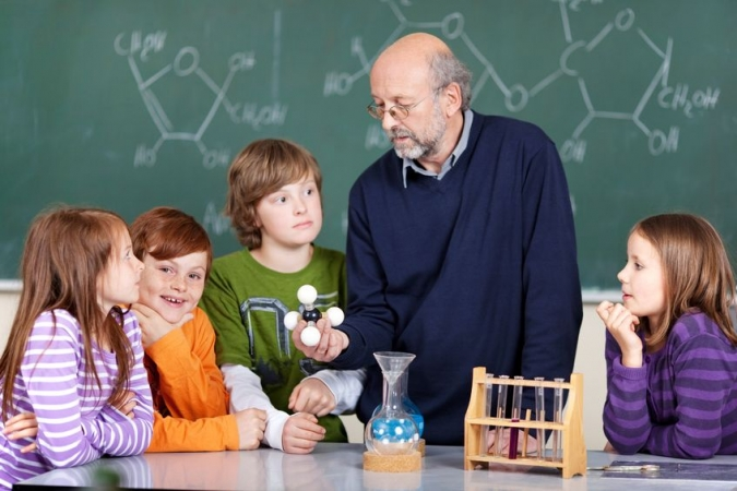 Par labāku fizikas un ķīmijas apguvi jādomā jau pamatskolā