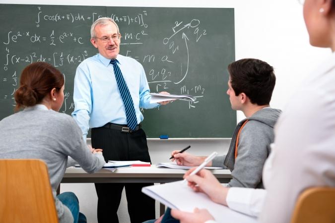 Plāno samazināt prasības pedagogiem