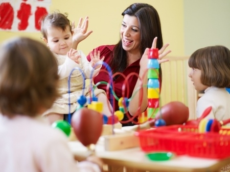 Jelgavā bērnu pārreģistrēšanu bērnudārzu rindā pārceļ uz septembri