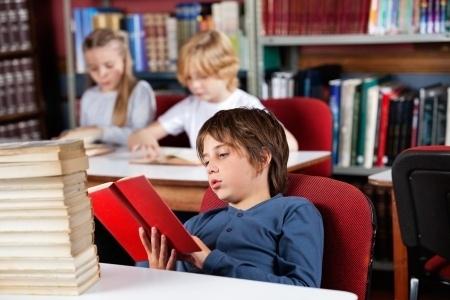 Izvērtēs informāciju par maldinošiem mācību līdzekļiem skolās