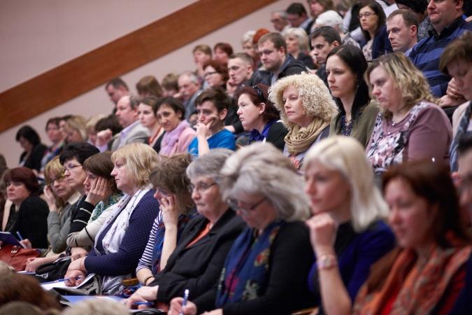 """1000 skolotāju no Latvijas reģioniem apmeklē konferenci """"E-klase 2014"""""""