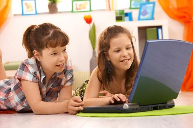 65% bērnu apzinās, ka internetā ir viņu vecumam neatbilstoša informācija
