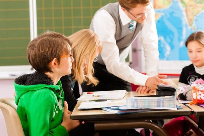 Aptauja: Puse iedzīvotāju neatbalsta citu valstu skolu atvēršanu Latvijā