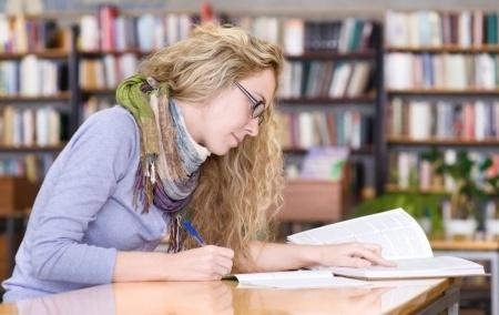Plānots mainīt latviešu valodas eksāmenu vidusskolām