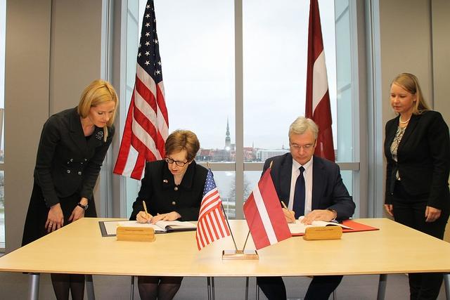 Parakstīts Fulbraita akadēmiskās apmaiņas programmas sadarbības memorands