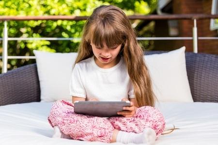 Sociālā eksperimenta rezultāti: vecāki vieglprātīgi izturas pret bērnu privātumu