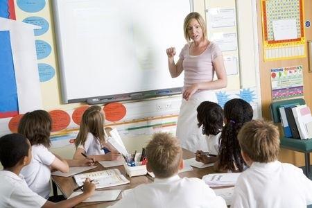 Aicina skolās skaidrot notikumus Ukrainā