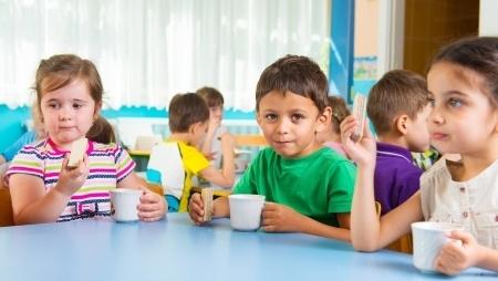 """Par 15% palielinās valsts atbalstu programmā """"Skolas piens"""""""