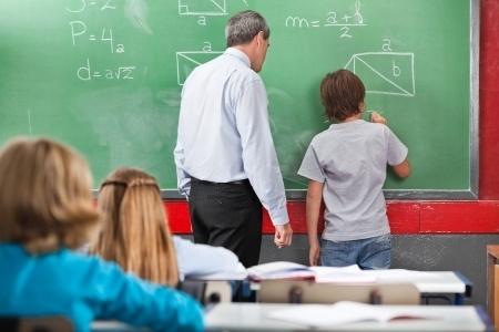 IZM maz iespēju ietekmēt pašvaldību skolu vadības darbu