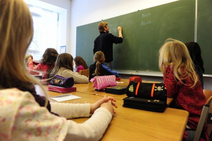 Eiropas skolu pedagogu darba samaksai nepieciešami 8175 eiro