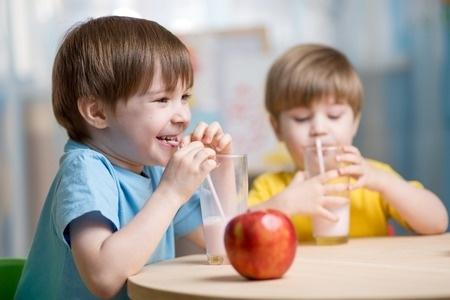 """Noskaidro bezmaksas programmas """"Skolas auglis"""" efektivitāti"""