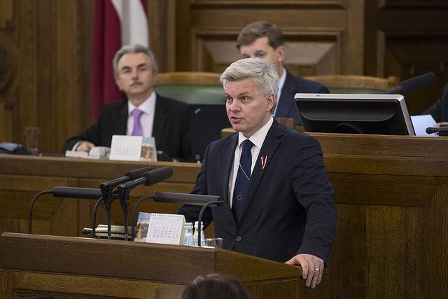 """Parlamentārietis lūdz neizsludināt """"tikumības grozījumus"""" Izglītības likumā"""