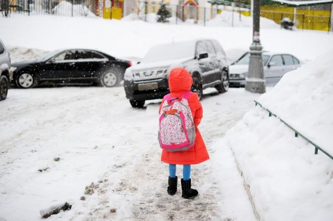 50 000 bērnu nevar iet uz skolu Donbasa konflikta dēļ