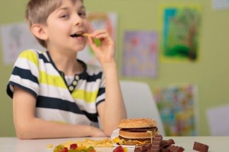 Latvijas skolēnu vidū palielinās liekā svara problēmas