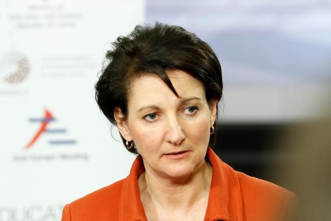 Izglītības ministre Saeimā pārmet deputātiem bezatbildīgus solījumus