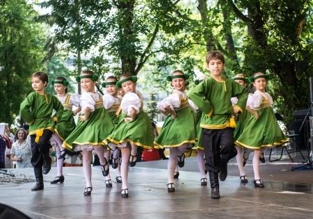 Profesore: Jauniešus iesaistīties tautas mākslas kolektīvā motivē dalība Dziesmu un deju svētkos