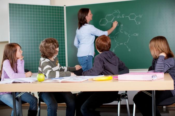 Mazākumtautību skolās ministrija paļaujas uz skolotāju atbildību