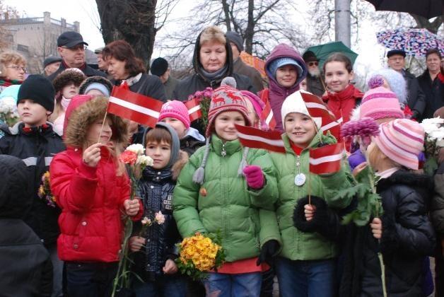 Nav vienprātības par skolēnu patriotisma veicināšanu