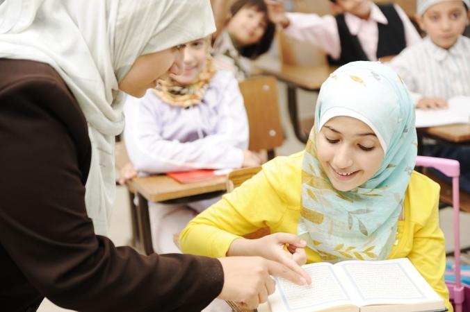Turcija atļaus meitenēm valkāt galvas lakatus skolās