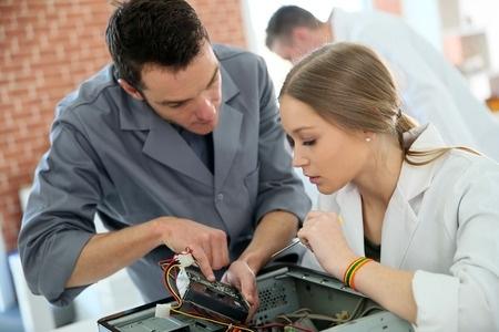 Skolēni sacenšas par vietu Inženierzinātņu vidusskolā