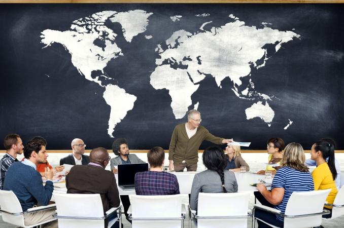 Latviešu valodas kursos apmācīti vairāk nekā 18 000 pedagogu