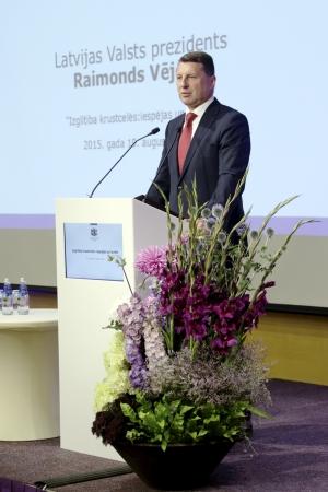 Prezidents norāda uz nepieciešamību vienoties skolotāju algu jautājumā