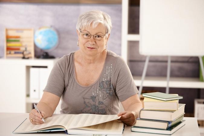 Saeimā rosina noteikt skolotāju tiesības uz izdienas pensiju