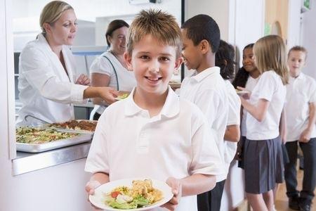 Nākamajā otrdienā valdība varētu lemt par skolēnu ēdināšanu