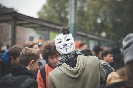Londonā studenti protestē pret mācību maksu