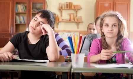 Vairāk nekā puse iedzīvotāju neatbalsta mācību gada pagarināšanu