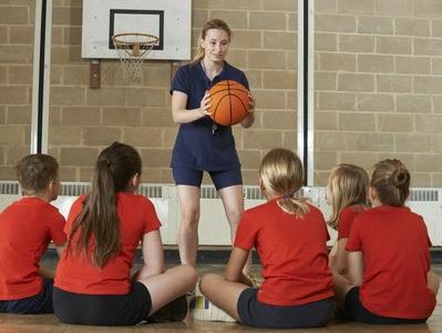 Eksperimentā noskaidros, cik fiziski aktīvi ir Latvijas skolēni un viņu vecāki