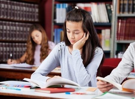 12.klašu skolēni kārto centralizēto eksāmenu angļu valodā