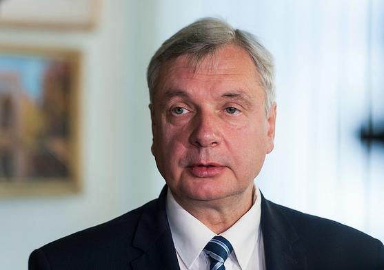 Izglītības ministrs komentē izdienas pensiju piešķiršanu