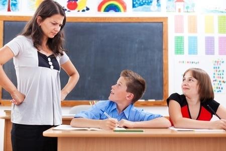 Pētījums: Pedagogi bažījas par skolotāju profesionālās brīvības apdraudējumu