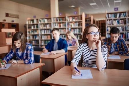 142 skolās Latvijā mācās līdz 70 skolēniem