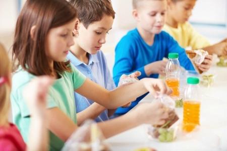 Rīgas pirmsskolās maznodrošinātajiem bērniem tiks nodrošinātas brīvpusdienas