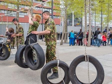 Lietuvā rosina sākt vispārējas militārās apmācības pilotprojektu skolās