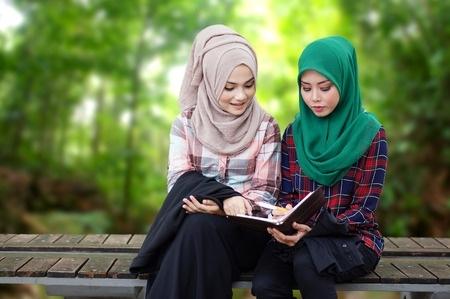 Musulmaņu meitenēm jāapmeklē obligātās peldēšanas stundas