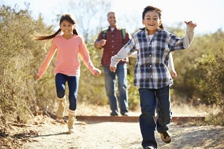 Ko gūst bērns vai jaunietis, pavadot laiku nometnēs