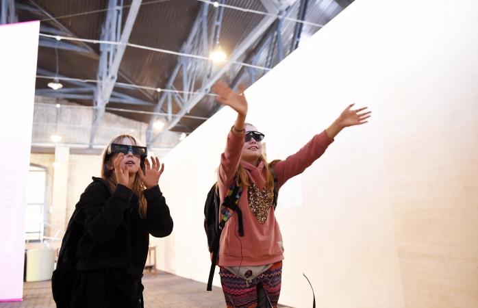 """Skolēnu grupas var bez maksas apmeklēt izstādi """"Latvijas māksla digitālajā laikmetā"""""""